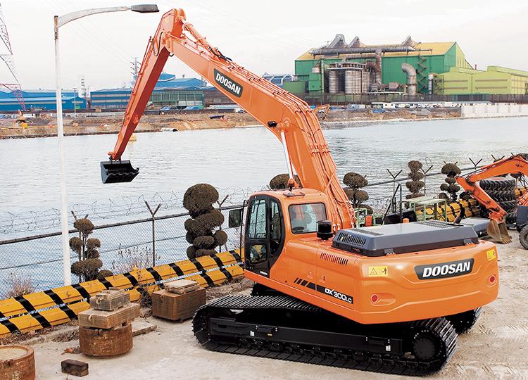 Doosan DX300LCA SLR с большим радиусом работ